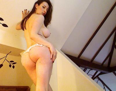 YummyDoll1, 35 – Live Adult cam-girls and Sex Chat on Livex-cams