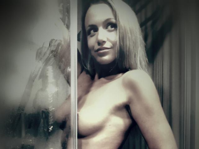 MelanieBlonde_