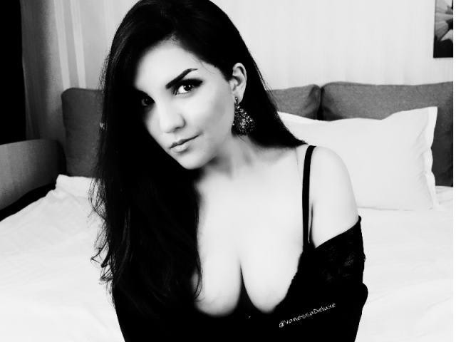 VanessaDeluxe1 - 19